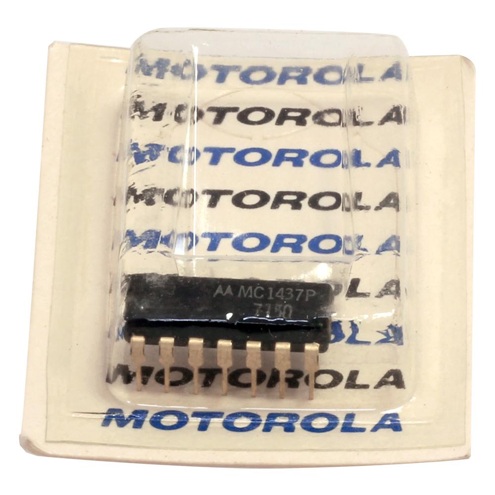 Motorola MC14049UBCL 6-Channel Inverting Buffer//Converter 16-Pin